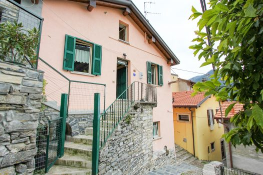 portion of house in moltrasio