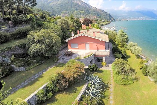lakefront villa in pianello