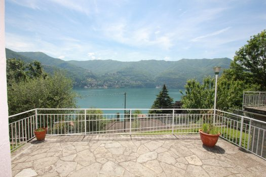 cottage in laglio with lovely lake view