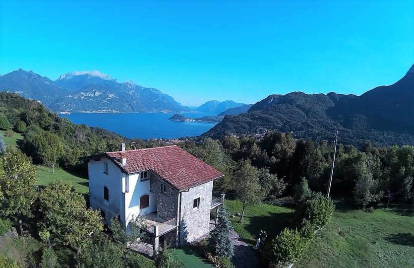 detached house in plesio