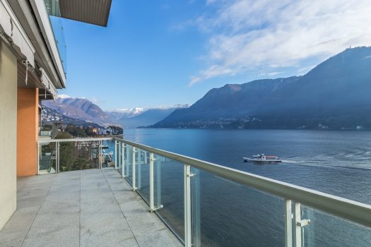 Modern villa in Como with lake view
