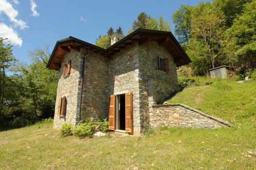 Stone cottage with garden - wonderful lake view