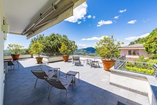 Elegant villa in Como with panoramic view
