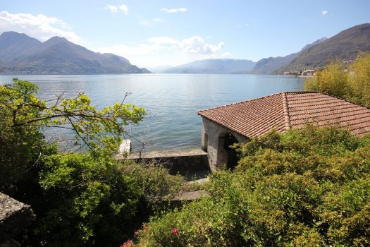 Porzione di villa a rezzonico - direttamente sul lago ampia metratura