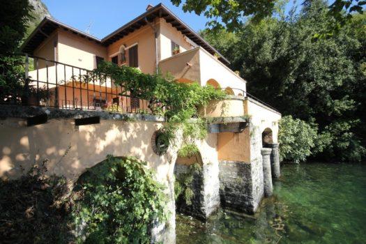 villa bifamiliare a menaggio