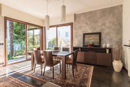 Appartamento in villa a Cernobbio centro - giardino e box