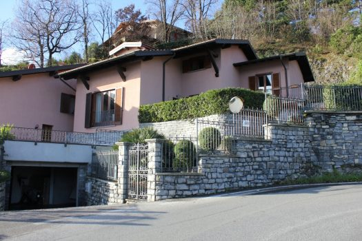 Villa a Menaggio - con giardino - vista lago bellissima