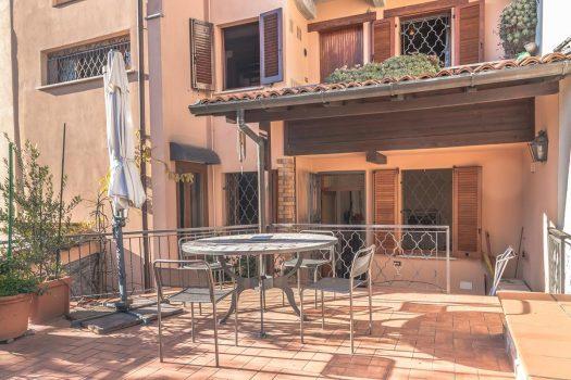 Casa di borgo a Cernobbio con ampio terrazzo e box