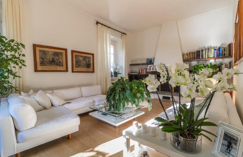 Casa indipendente a Moltrasio fronte lago con giardino
