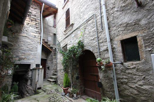 Casa di borgo a Carate Urio