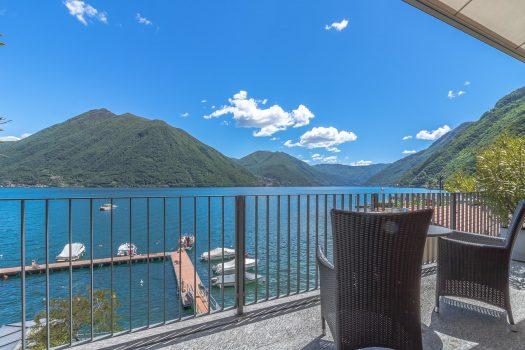Attico a lago con terrazza privata e posto barca