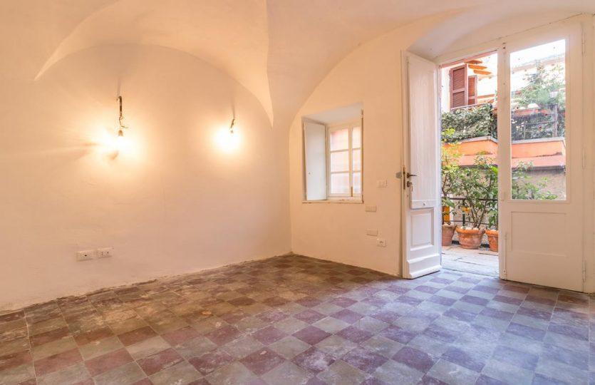 Appartamento rimodernato a Laglio con balcone