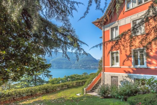 Villa d'epoca a Laglio con incantevole vista e giardino