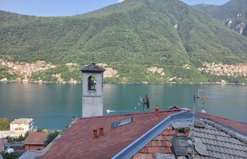 Appartamento ristrutturato a Laglio con vista lago