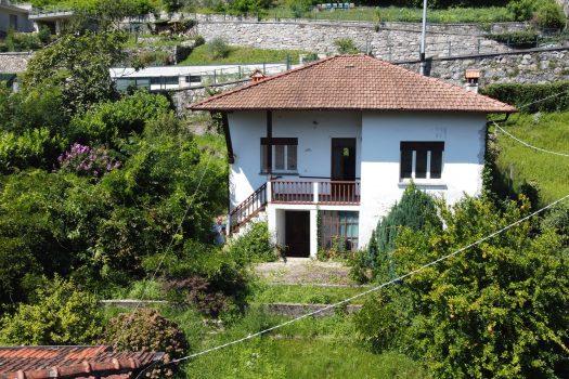 casa indipendente con giardino a Gravedona vicino al centro